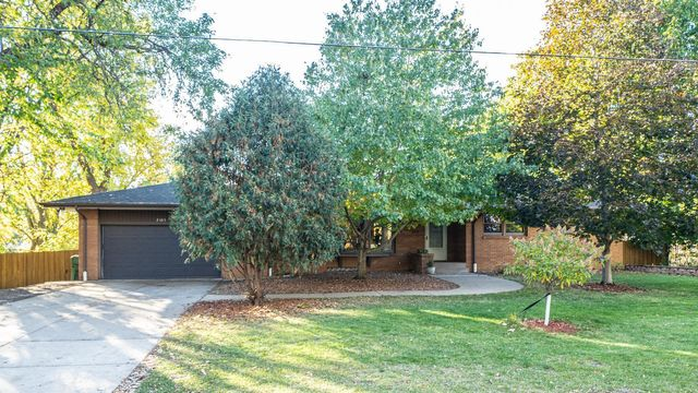 Listing photo 1 for 2485 Pascal St