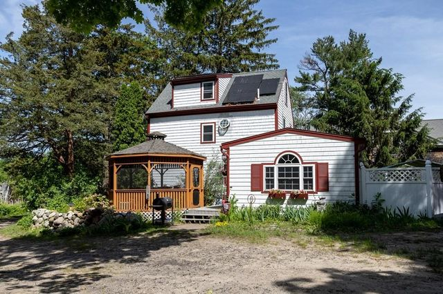 Listing photo 1 for 12 Swan Ln