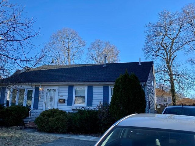 Listing photo 1 for 155 Riverview St