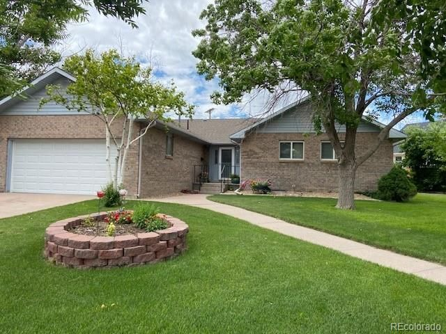 Listing photo 1 for 401 Custer Ave
