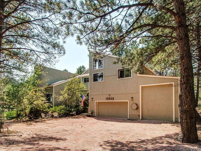 Listing photo 1 for 19040 White Fawn Dr