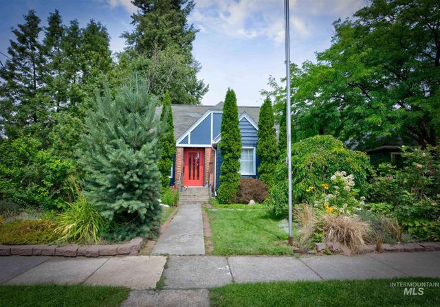 Listing photo 1 for 712 E 8th St