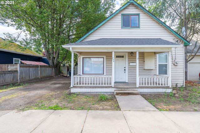 Listing photo 1 for 204 W 3rd St