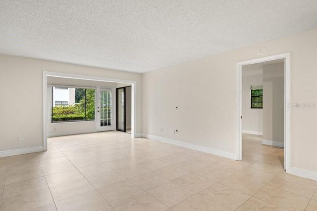 Listing photo 1 for 1753 Belleair Forest Dr Unit E4
