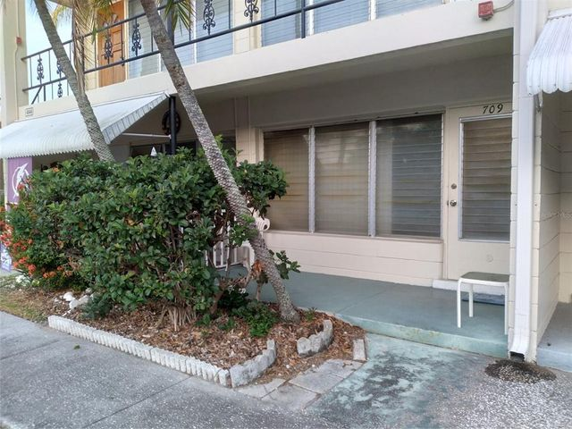 Listing photo 1 for 4144 56th St N Unit 709