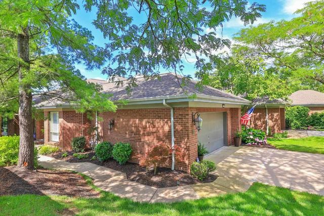 Listing photo 1 for 24 Fairway Dr