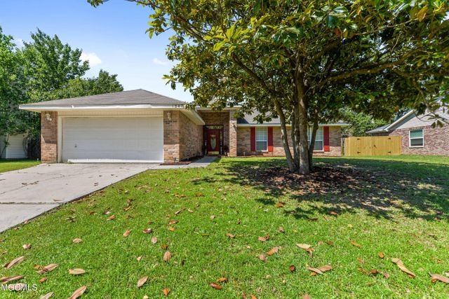 Listing photo 1 for 13473 Huntington Cir