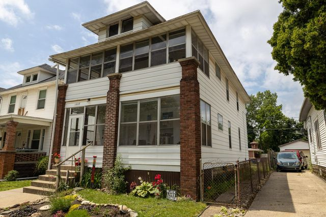 Listing photo 1 for 1525 Quarry Ave NW