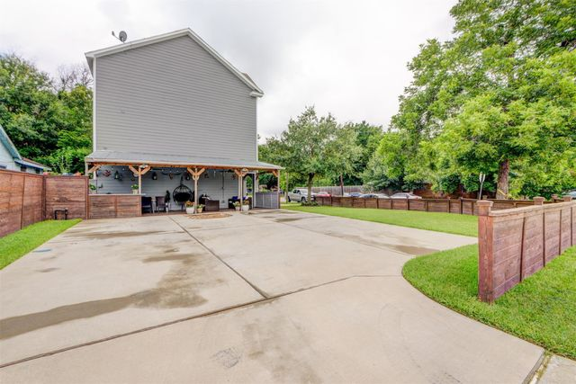 Listing photo 1 for 4905 Hoover St