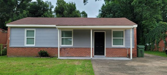 Listing photo 1 for 208 Gardendale Dr