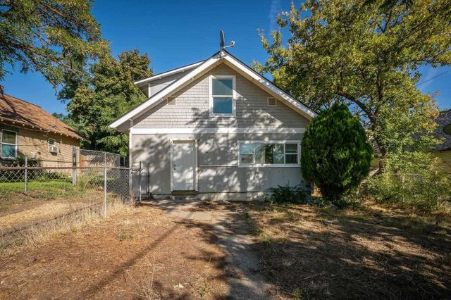 Listing photo 1 for 2908 N Standard St