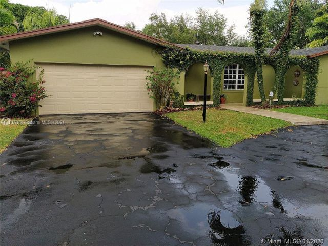 Listing photo 1 for 7525 SW 167th St
