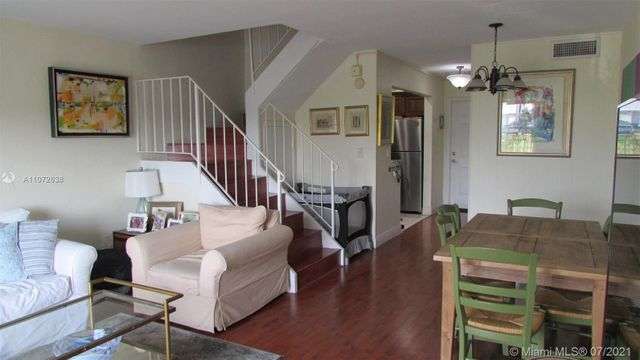 Listing photo 1 for 8600 SW 67th Ave Unit 925
