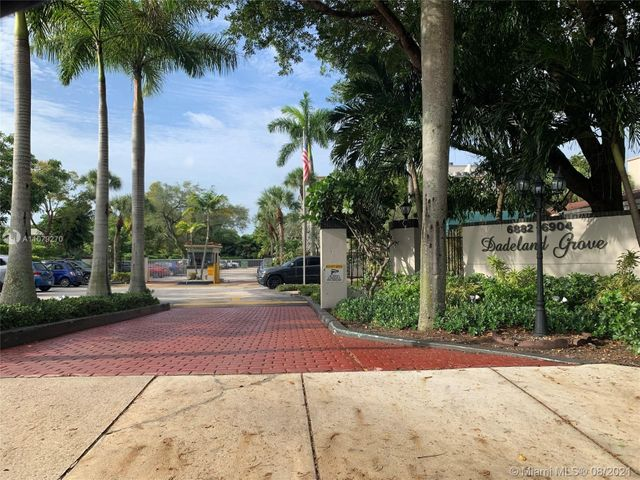 Listing photo 1 for 6904 N Kendall Dr Unit F407