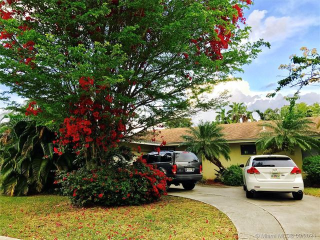 Listing photo 1 for 11035 SW 138th Ct