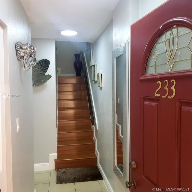 Listing photo 1 for 1750 W 56th St Unit 233