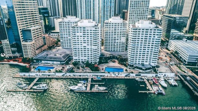 Property photo 1 featured at 801 Brickell Bay Dr Unit 371, Miami, FL 33131