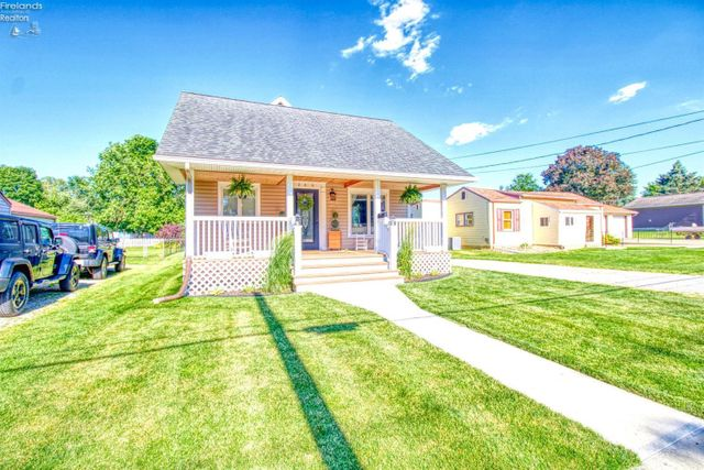 Listing photo 1 for 206 Wood St