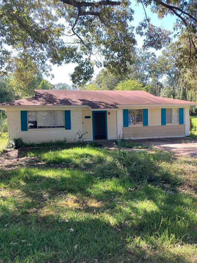 Listing photo 1 for 705 Lindale Dr