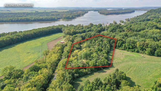 Listing photo 1 for 13924 N Mississippi River Rd
