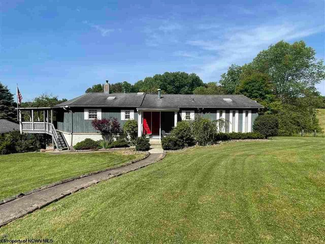 Property photo 1 featured at 139 Vineyard Ln, White Hall, WV 26554