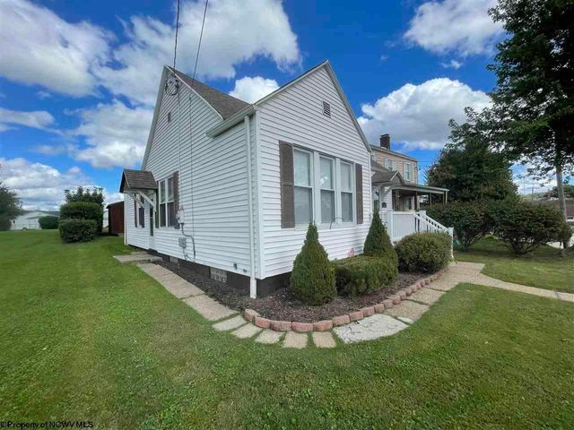 Listing photo 1 for 1526 W Pike St