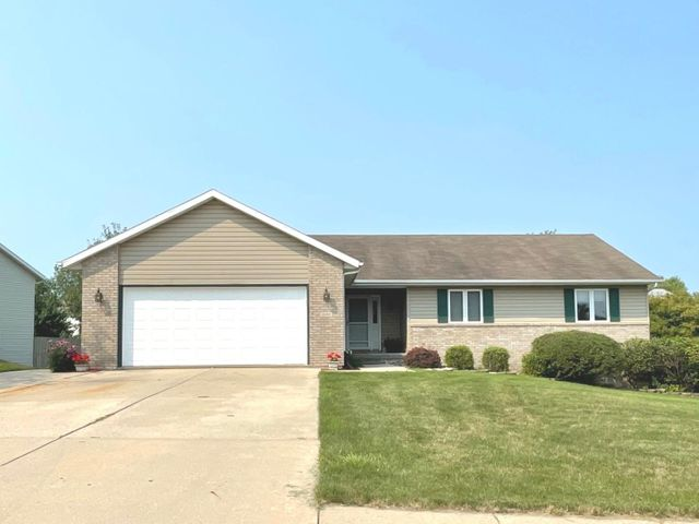 Listing photo 1 for 1080 N Canyon Dr