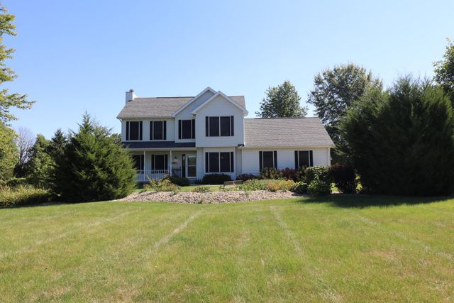 Listing photo 1 for 5054 Birch Dr