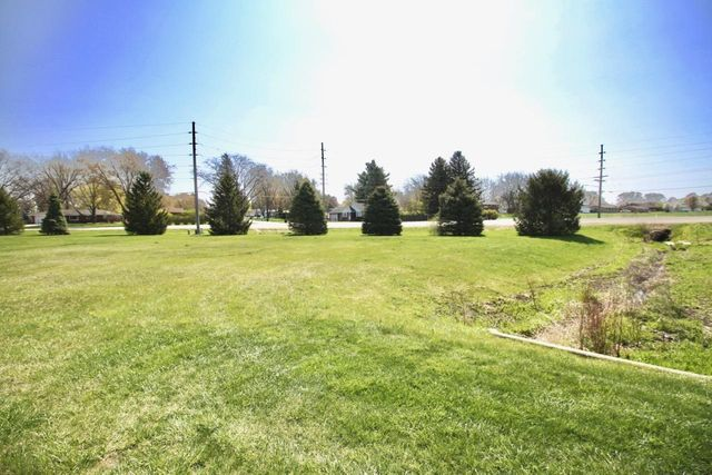 Listing photo 1 for 401 Countryside Dr