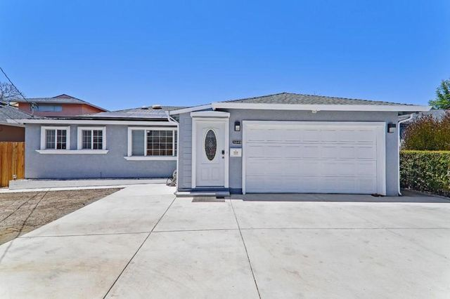Listing photo 1 for 26649 Colette St