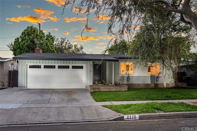 Listing photo 1 for 2775 Vuelta Grande Ave