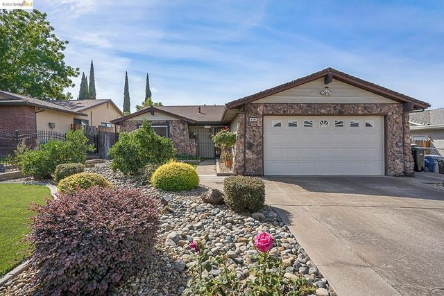 Listing photo 1 for 4136 Strathmore Way