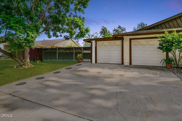 Listing photo 1 for 4832 Colony Dr