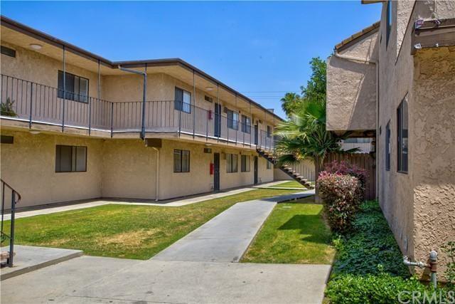 Listing photo 1 for 15351 Orange Ave Unit 27
