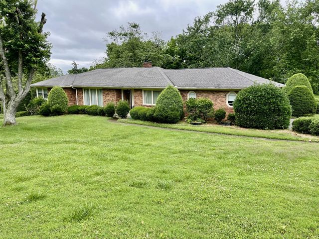 Listing photo 1 for 809 Brentview Dr