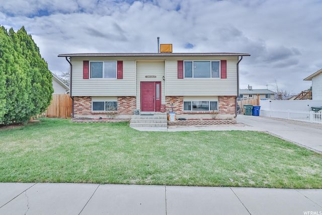 Listing photo 1 for 4348 S Wildrose Dr W