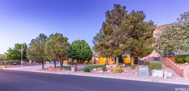 Listing photo 1 for 715 S Pocahontas Dr