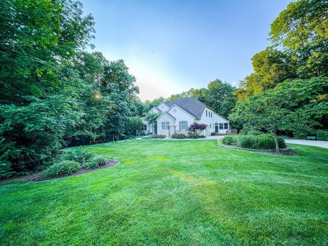 Listing photo 1 for 6851 Heverlo Rd