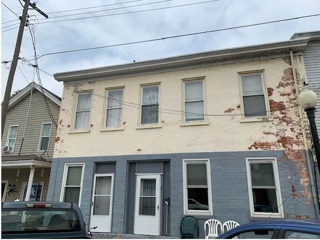 Listing photo 1 for 211 Main St