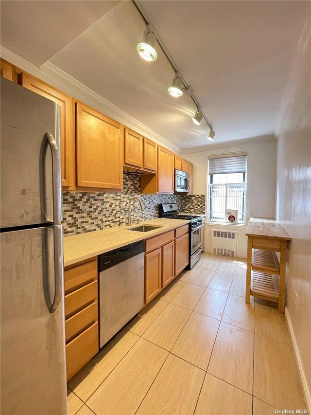Listing photo 1 for 37-27 86th St Unit 4H