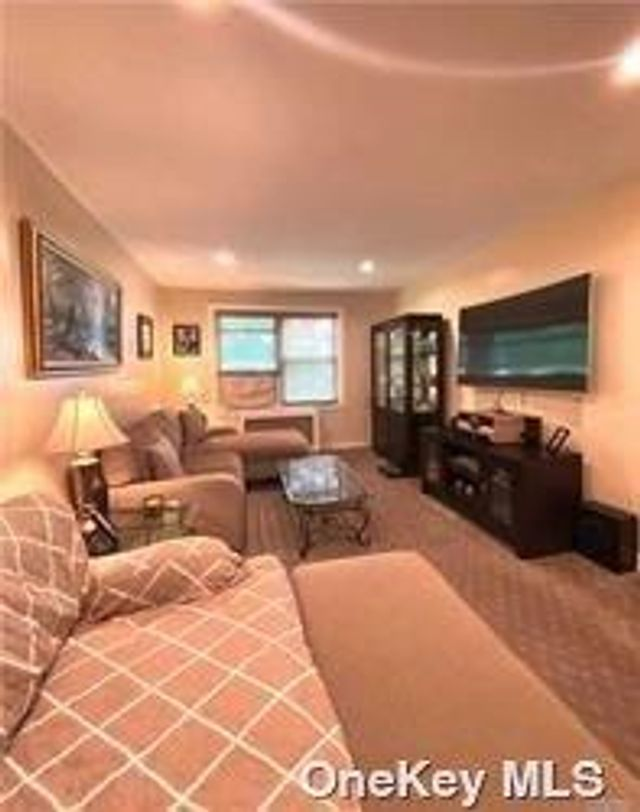 Listing photo 1 for 17 Edwards St Unit 3A