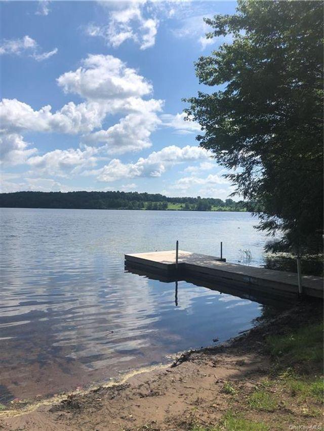 Listing photo 1 for Black Lake Ests
