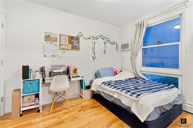 Listing photo 1 for 215 N 11th St Unit 2