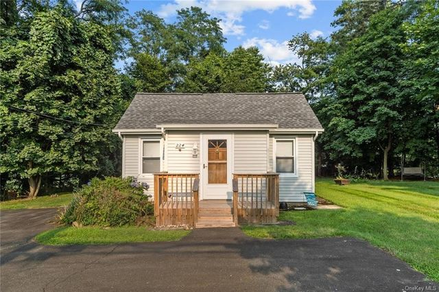 Listing photo 1 for 224 Old Haverstraw Rd