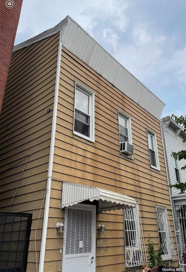 Listing photo 1 for 941 Rogers Ave