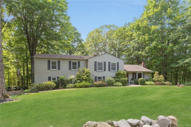 Listing photo 1 for 74 Lockwood Rd