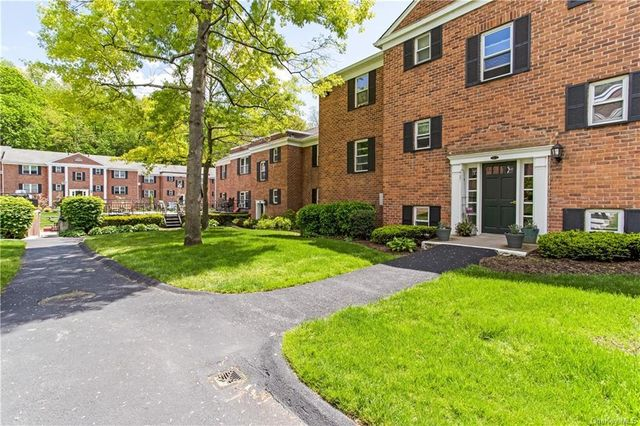 Listing photo 1 for 131-2 S Highland Ave Unit A3