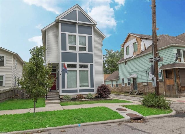 Listing photo 1 for 2191 W 33rd St
