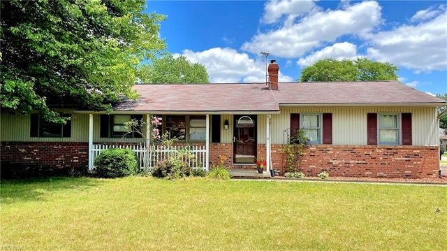 Listing photo 1 for 559 Longview Ave