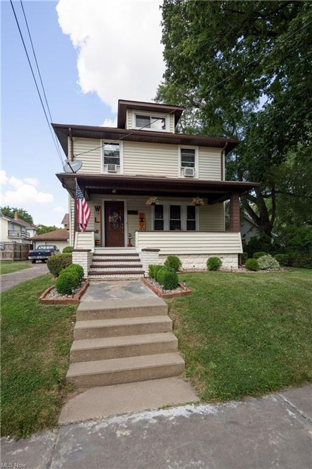 Listing photo 1 for 1112 State Ave NE